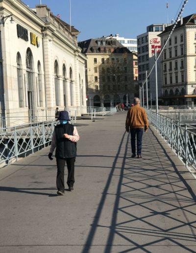 Piéton masqué Pont de la Machine